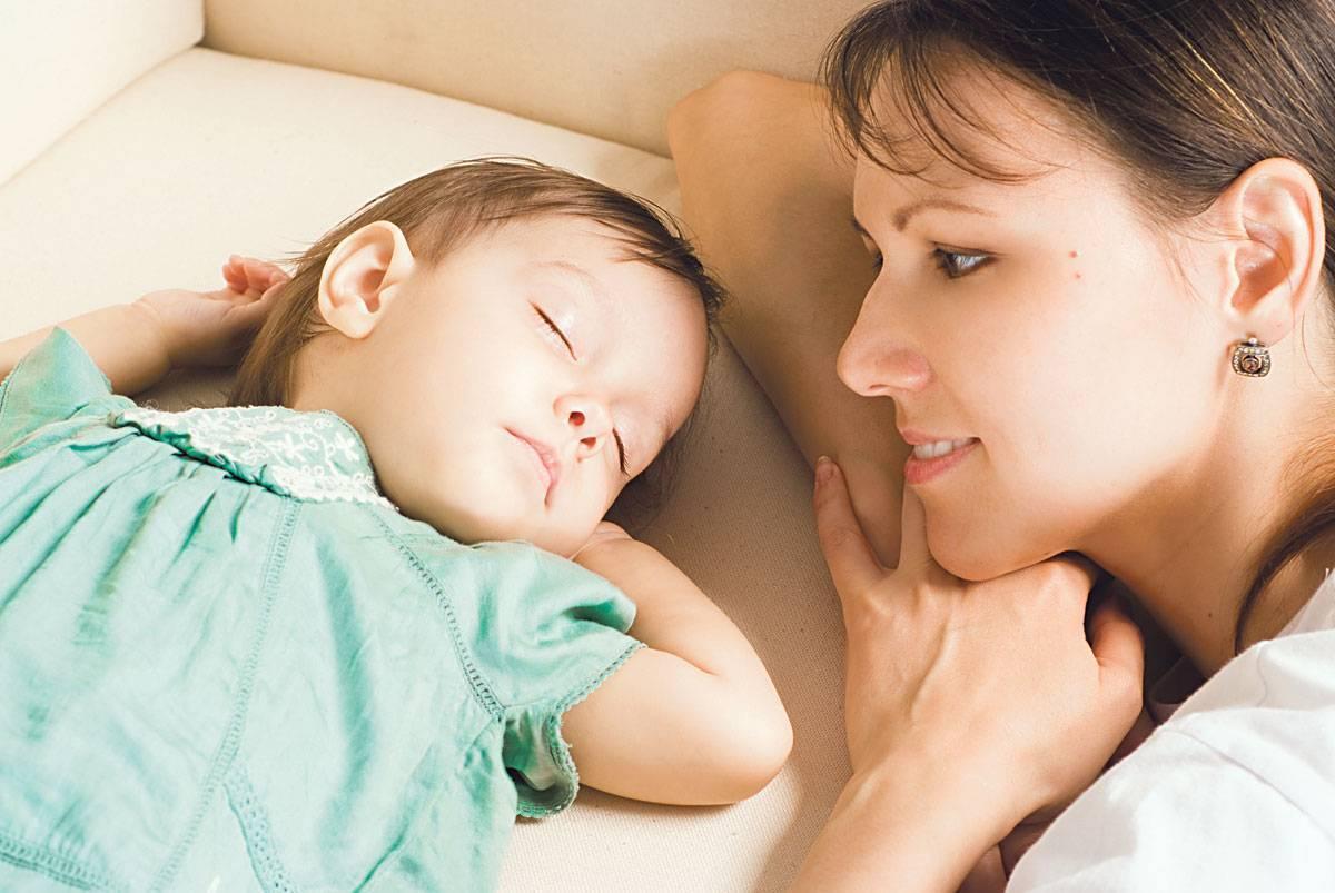 Как отучить ребенка спать с родителями – самые простые способы