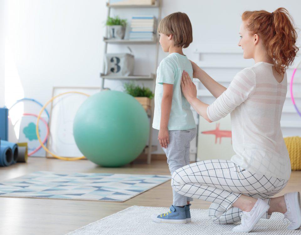 Профилактика сколиоза у детей и взрослых, меры профилактики помогут избежать сутулости, плоскостопия и даже сколиоза.