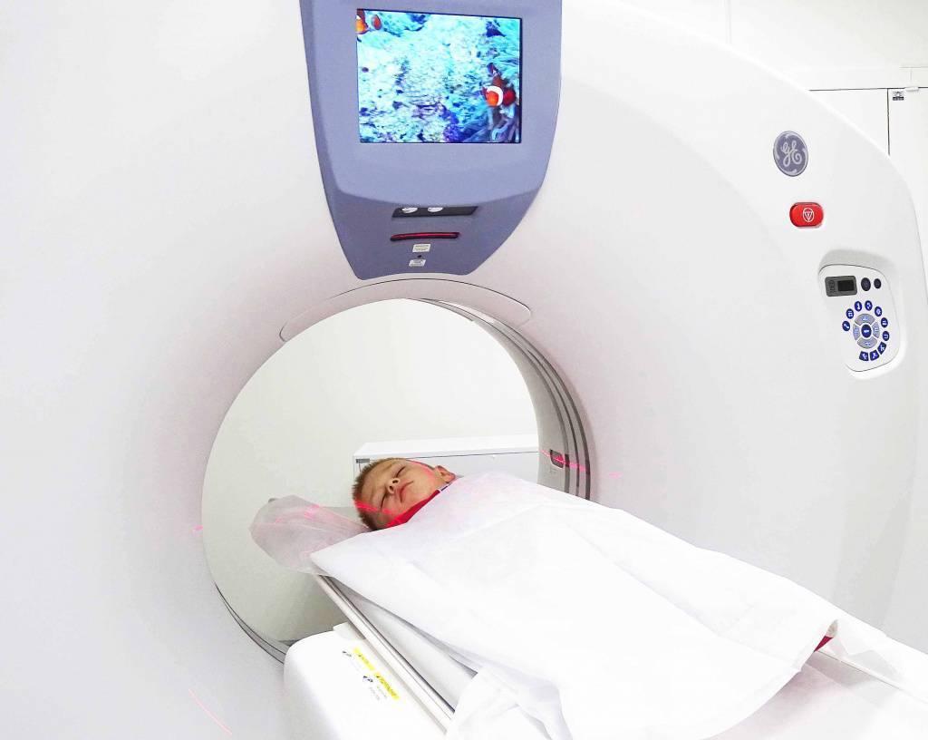 Мрт головного мозга ребенку: что показывает и как делают под наркозом, с какого возраста можно делать