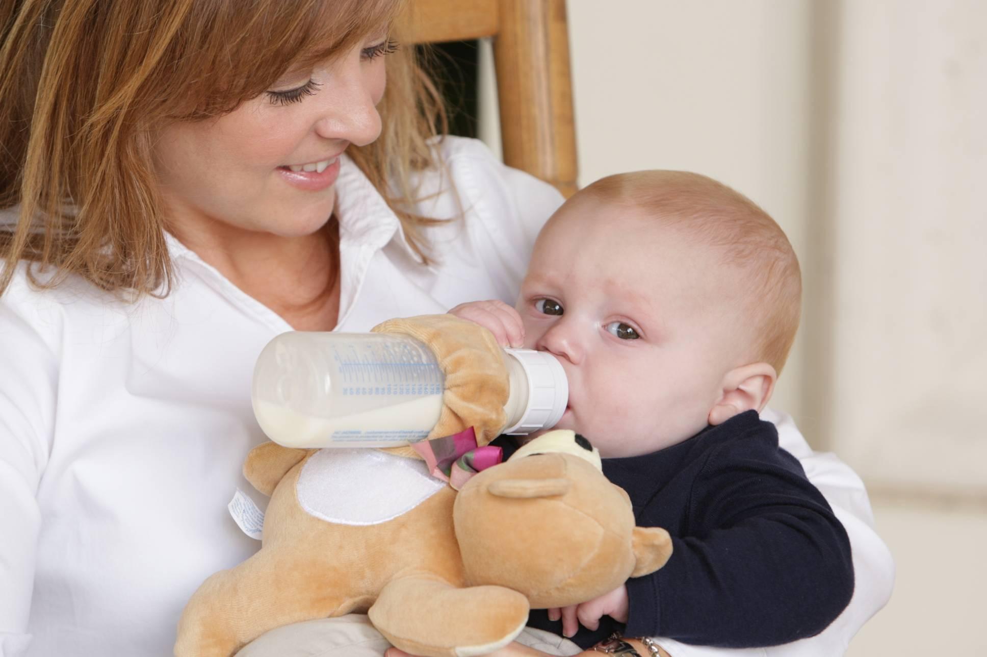 Как отучить ребенка от бутылочки ночью .днем, в 2-3 года