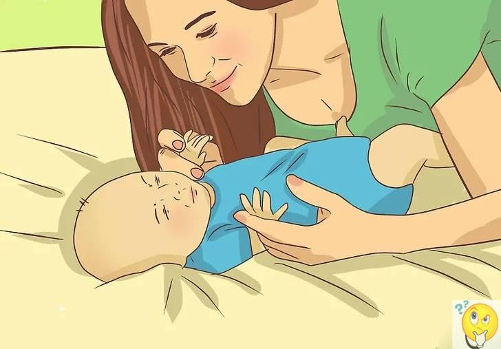 Нужно ли будить грудного ребёнка для кормления: советы мамам
