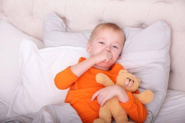 Кашель у ребенка не проходит месяц температуры нет что делать