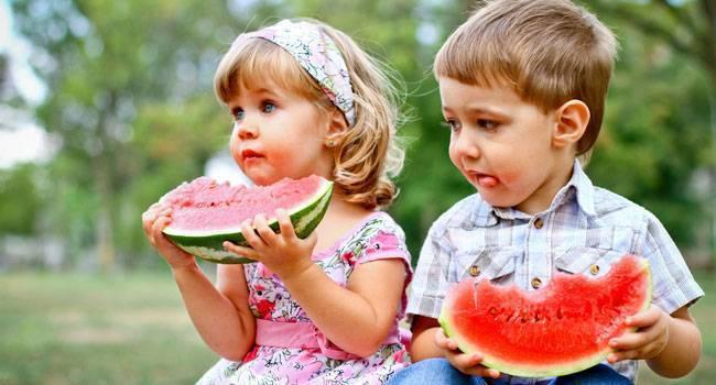 С какого возраста можно ребенку арбуз | уроки для мам