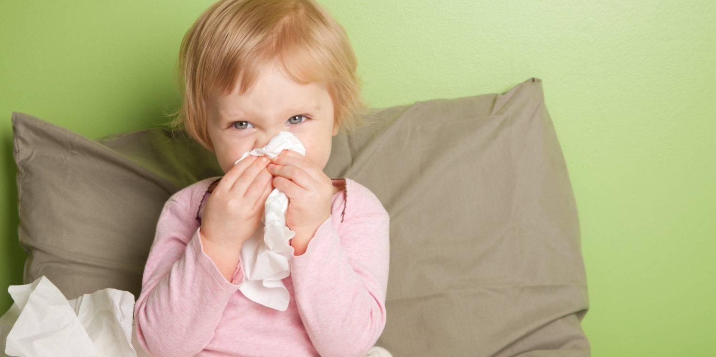 Першит горло и хочется кашлять, а простуды нет: причины першения и необходимое лечение