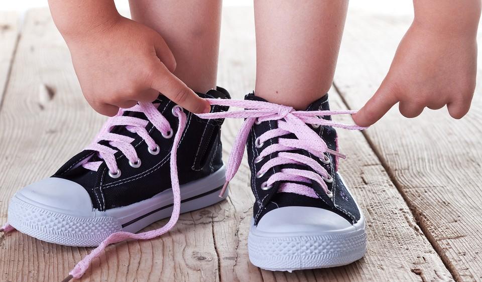 Учим ребенка быстро завязывать шнурки