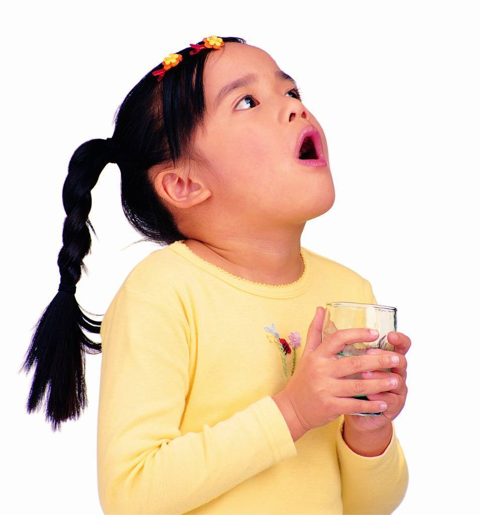 Как остановить горловой кашель у ребенка