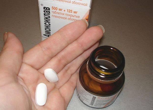 Антибиотики при отите у детей: какими лечить?