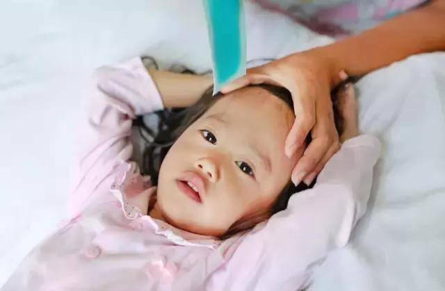 При температуре у ребенка развиваются спазмы сосудов: что делать?