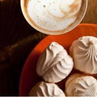 Что из сладкого можно при грудном вскармливании: рецепты полезных десертов и обзор сладостей для кормящей мамы. что из сладкого можно молодой маме при грудном вскармливании
