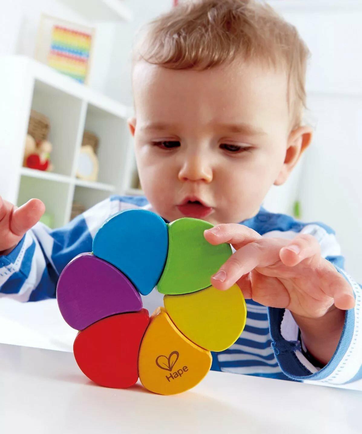Как играть с ребенком трех - шести месяцев?