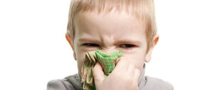 Как вылечить зеленые сопли у ребенка каплями и народными средствами