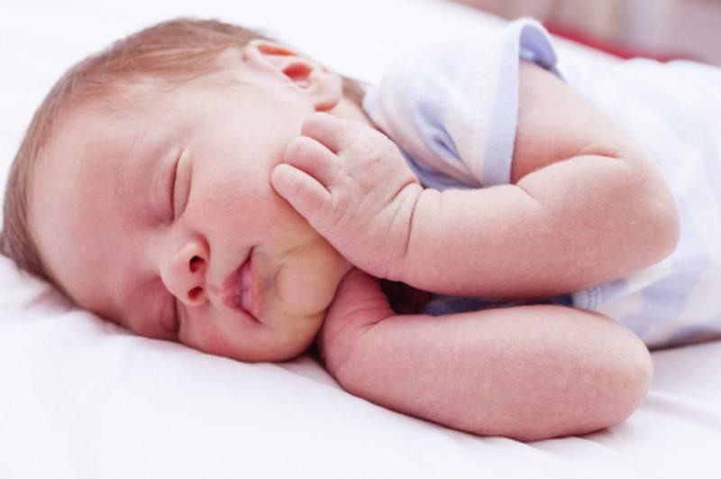 Мраморная кожа у ребенка: причины, что это значит, что делать