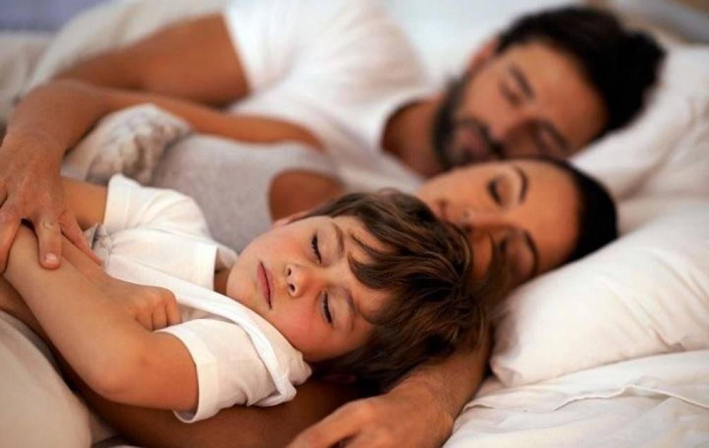 Как отучить ребенка спать с родителями?