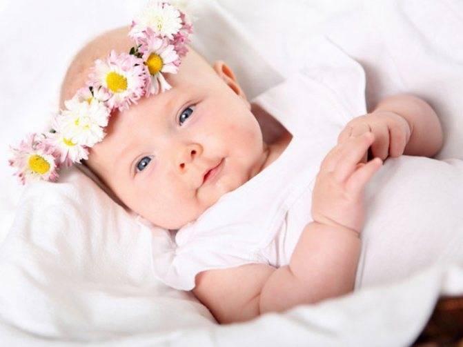 Когда ребенок начинает осознанно улыбаться? в каком возрасте грудничок улыбается маме, умеет ли это делать новорожденный