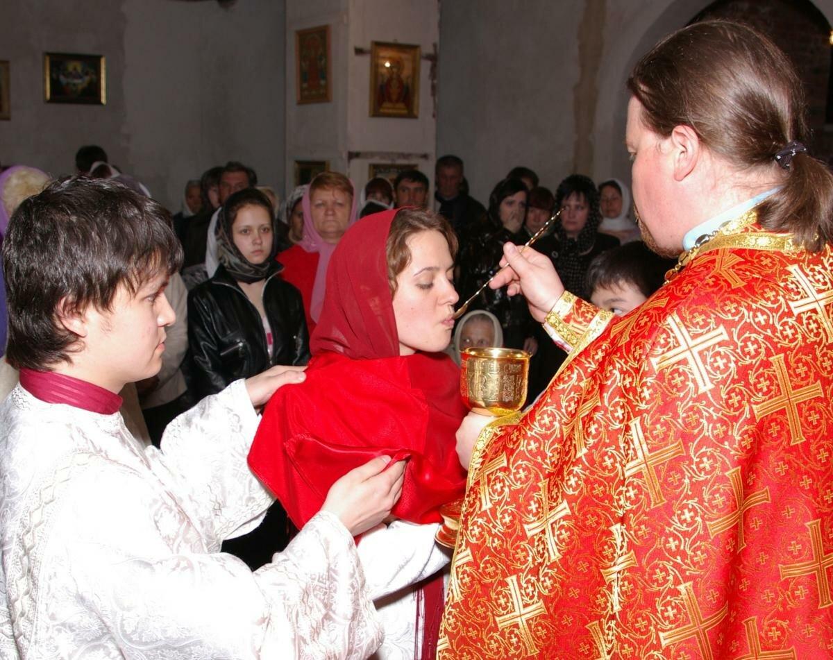 Дни месячного очищения у женщин: можно ли ходить в это время в церковь?