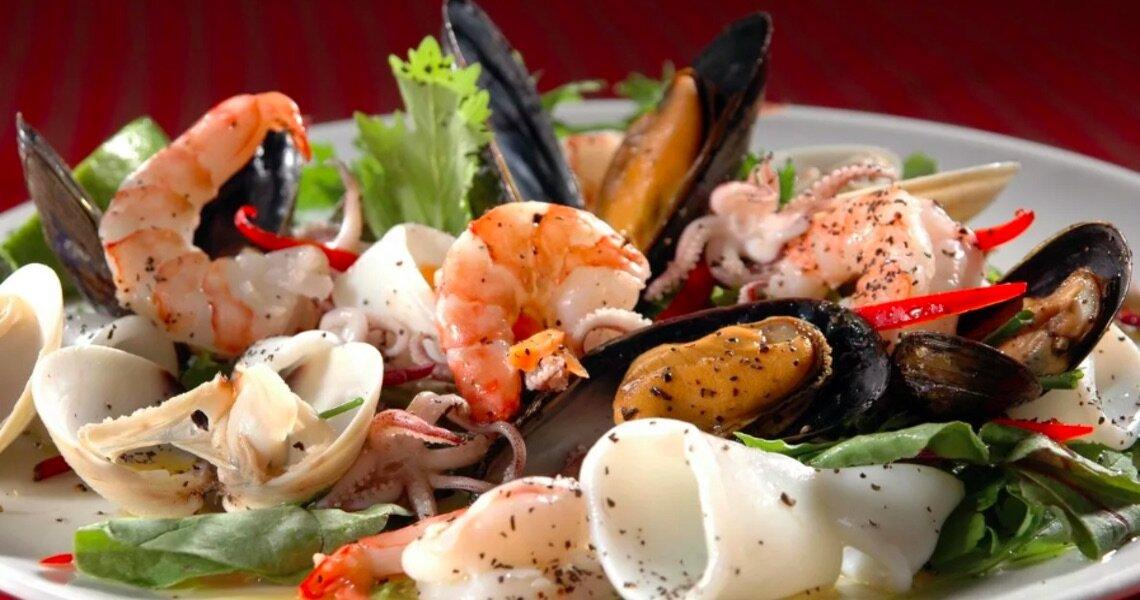Можно ли крабовые палочки при грудном вскармливании: что полезного дают организму морепродукты, а также как готовить блюда для употребления матерью в период гв?