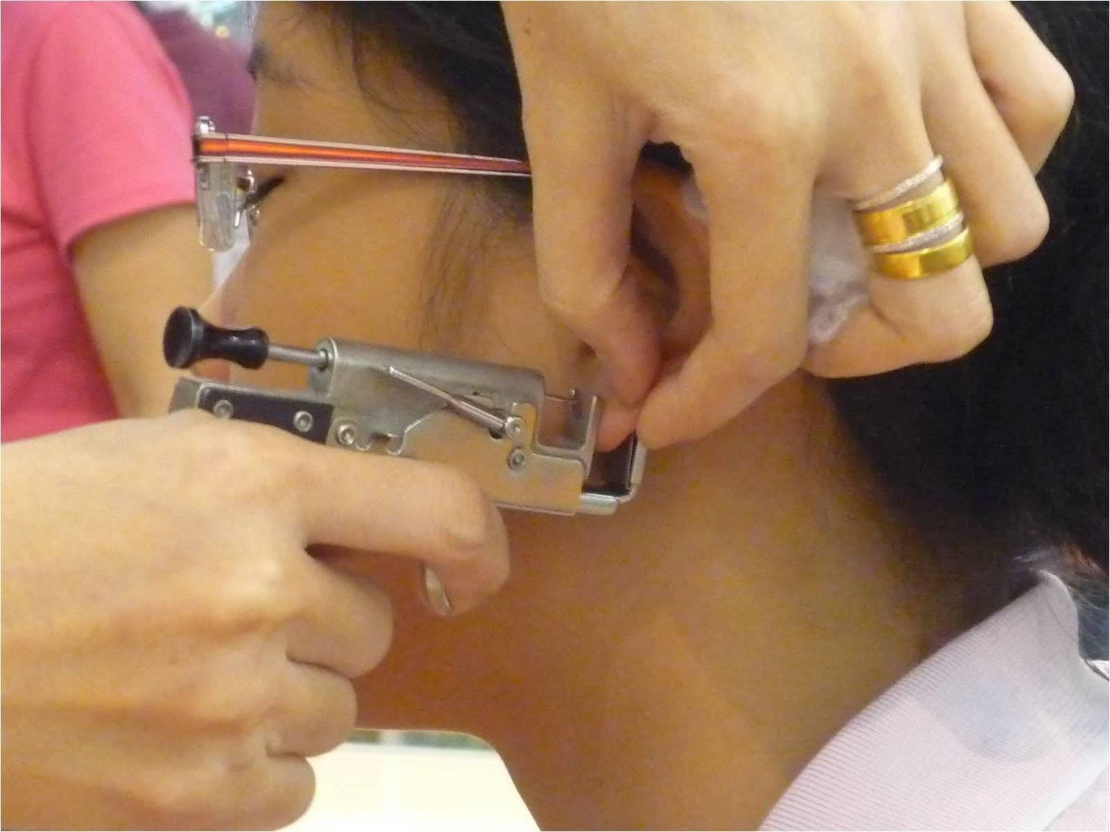 Сколько обрабатывать уши после прокола ребенку