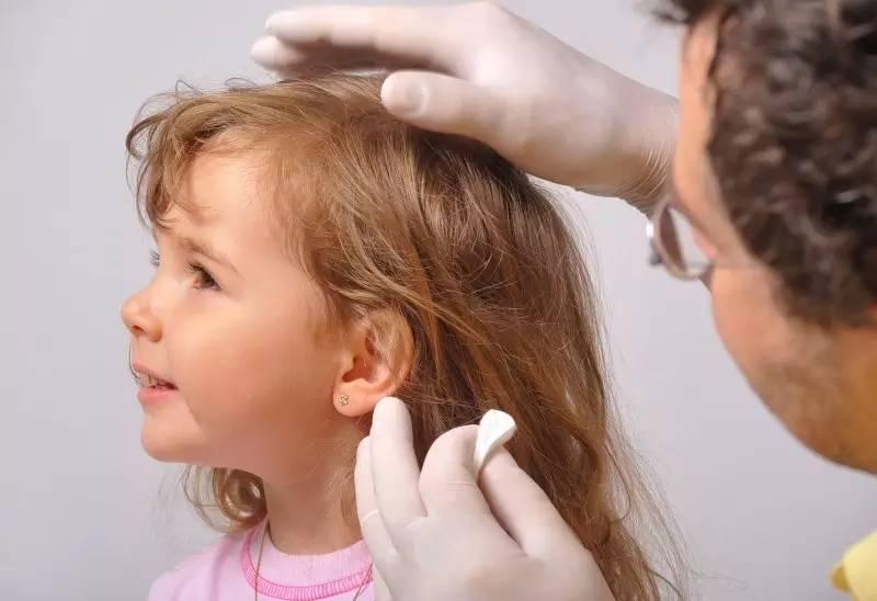 Во сколько прокалывать уши ребенку | уроки для мам