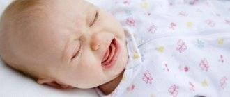 Почему ребенок закатывает глаза вниз. новорожденный закатывает глаза когда засыпает. главное — без паники
