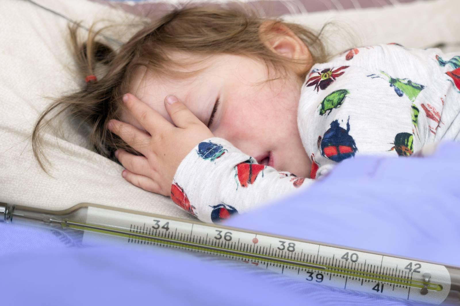Фебрильные судороги у детей при температуре: что делать, помощь, причины