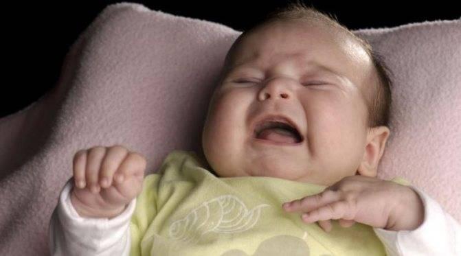 Почему ребенок разговаривает во сне, встает и ходит: причины