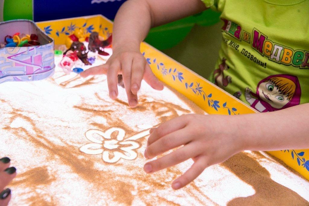 Виды терапии для развития детей – песочная