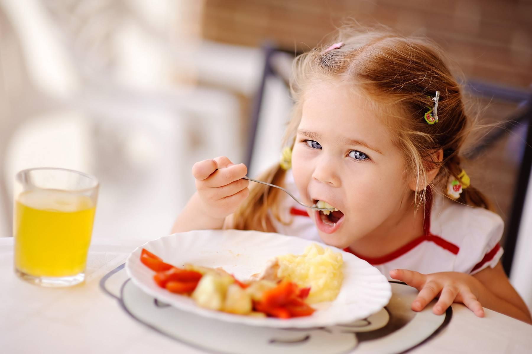 Ребенок плохо ест: что делать, чтобы «спасти» детский аппетит. сколько должен есть ребенок