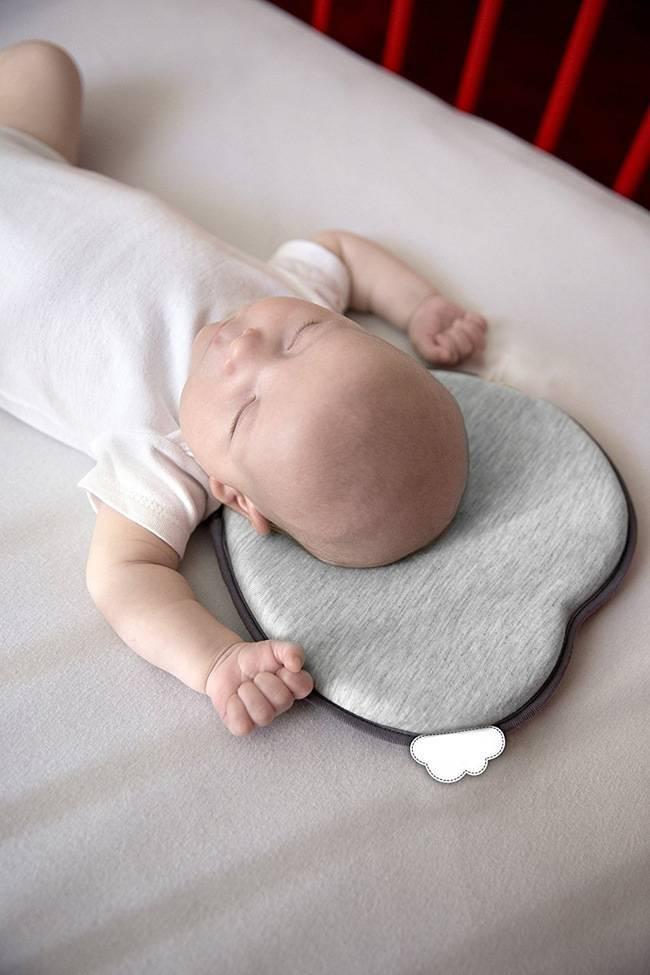 Нужна ли ортопедическая подушка для новорождённых