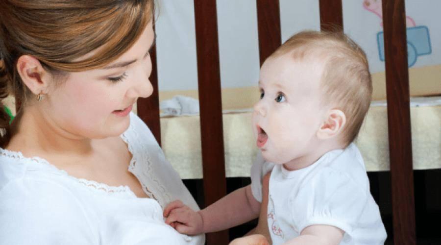 Когда ребенок начинает агукать, во сколько ребенок начинает агукать и улыбаться