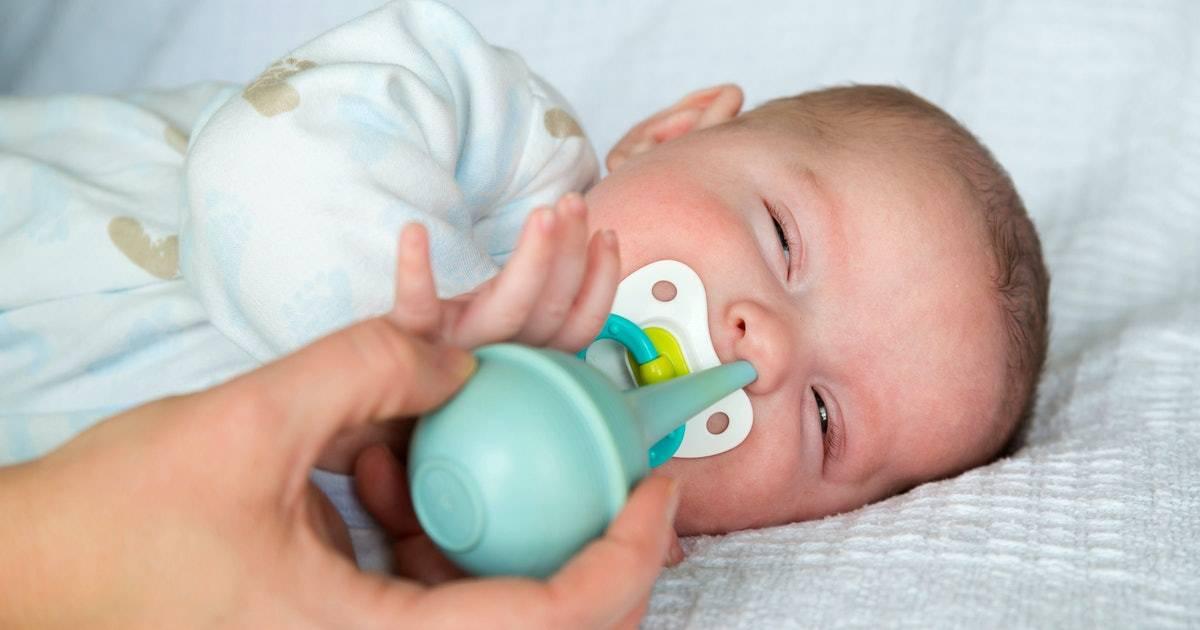 Как почистить носик новорожденному | уроки для мам