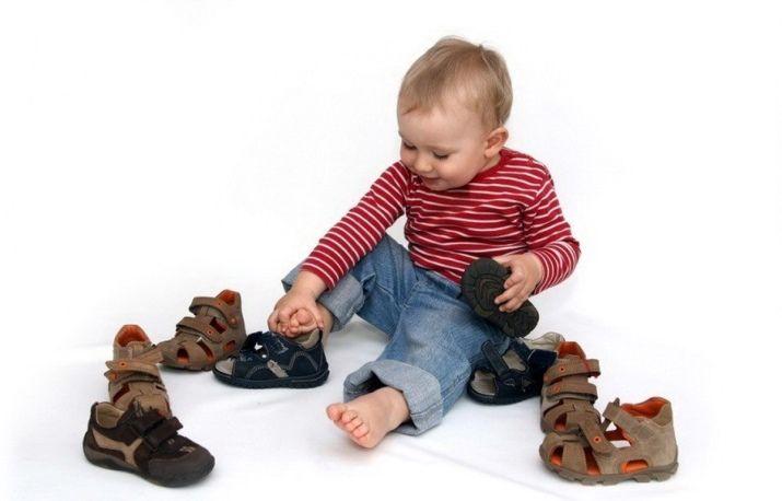 Нужно ли носить обувь дома ребенку