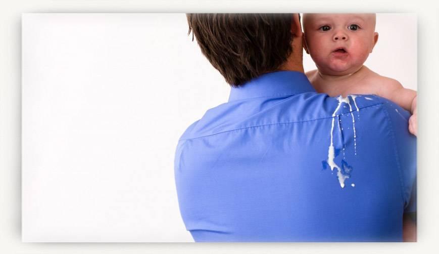 Почему младенец часто срыгивает после кормления | салид
