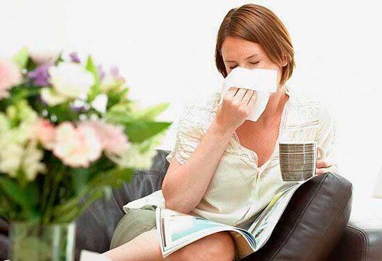 Простуда как признак беременности на ранних сроках: почему появляется заложенность носа до задержки?