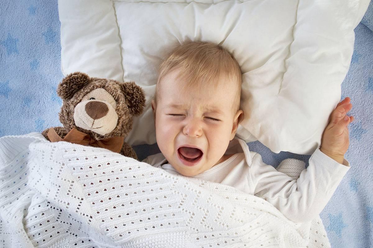 Грудничок плохо спит ночью и часто просыпается: мнение доктора комаровского