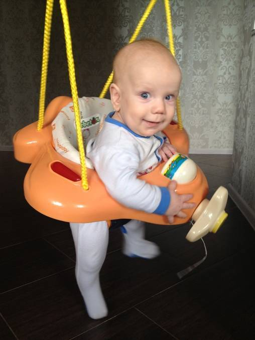 С какого возраста можно сажать ребенка-мальчика: вред раннего и польза своевременного присаживания - все о суставах
