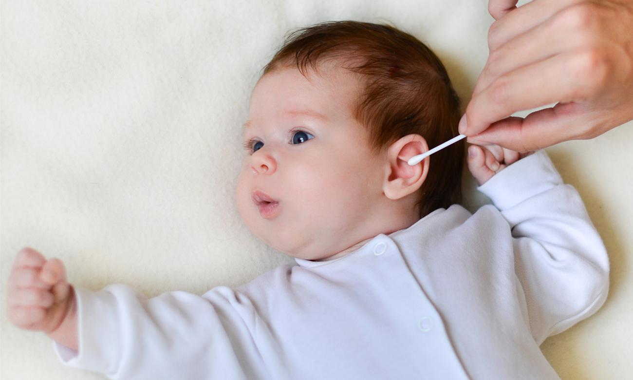 Кровь из уха у ребенка: почему она пошла при чистке и что при этом делать?