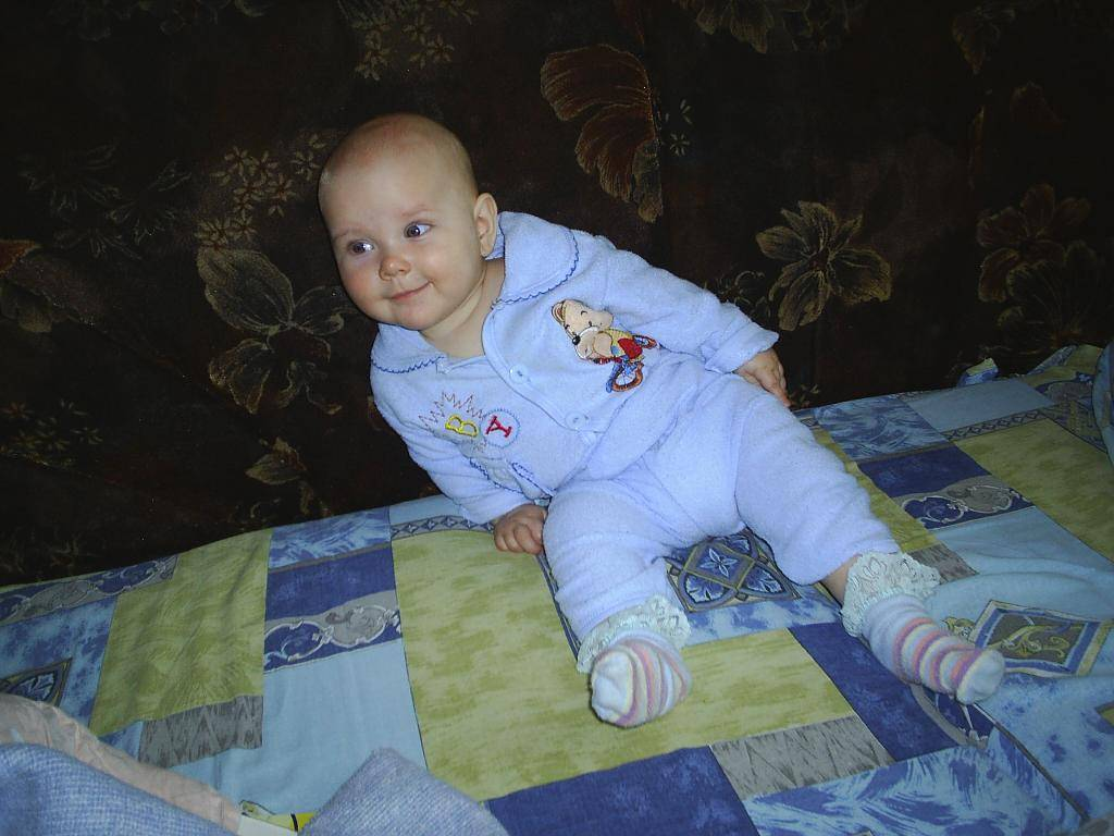С какого возраста ребенка можно сажать на колени