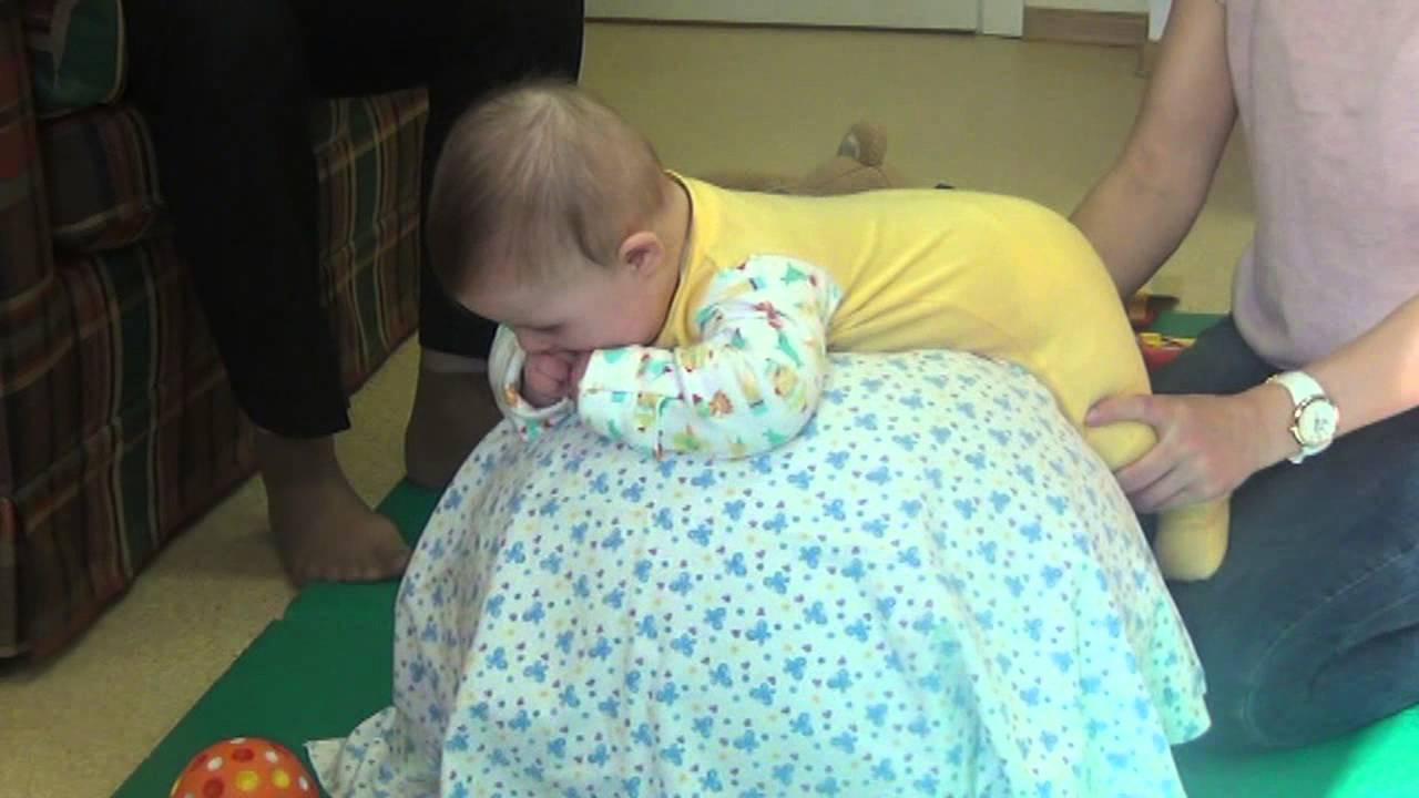 Как научить ребенка стоять без опоры: упражнения, массаж и советы - мать и дитя