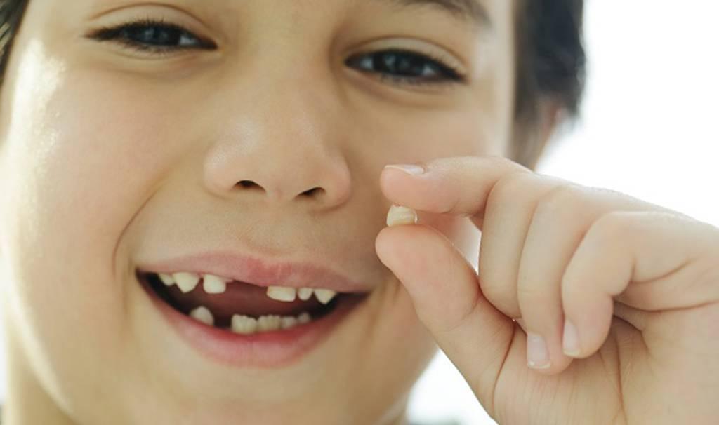 Удаление молочных зубов у детей: больно ли вырывать, каковы показания и последствия?