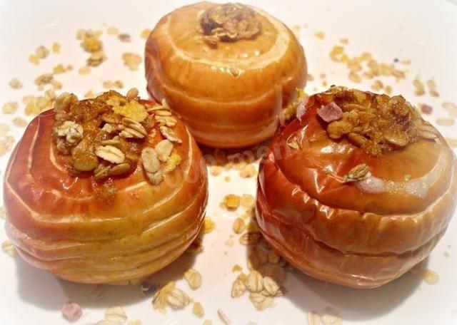 Можно ли есть яблоки в первый месяц грудного вскармливания? как выбрать фрукты и вводить в рацион?