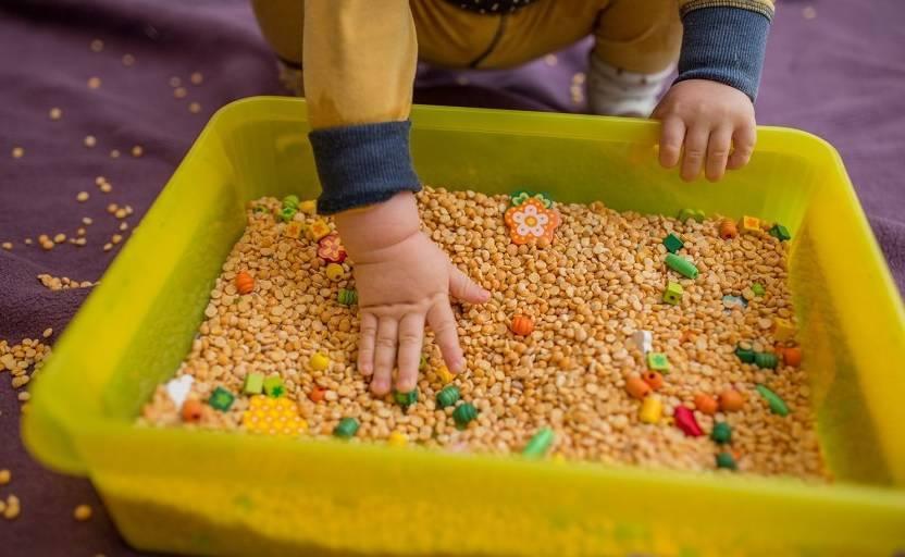 Дидактические игры с крупами в детском саду. обзор игр с крупами и макаронами для детей разного возраста: мастер-класс по развитию мелкой моторики