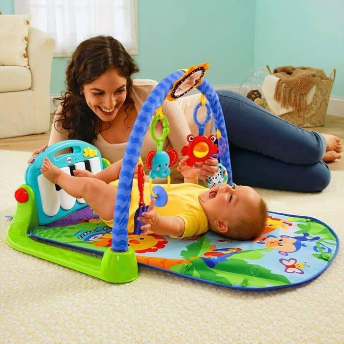 Когда и зачем нужен ребенку развивающий коврик. со скольки месяцев можно использовать игровой развивающий коврик? выбираем развивающий коврик.