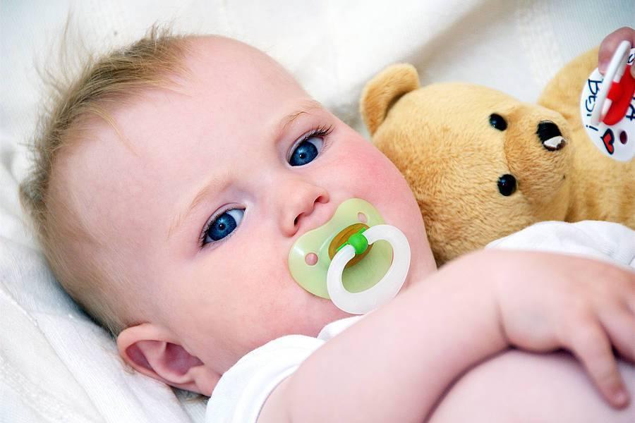 Как приучить ребенка к соске: советы комаровского
