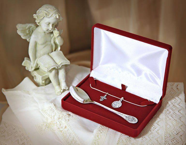 Что подарить на крестины мальчику, девочке: выбираем подарок от гостей, крестной