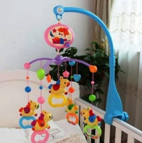 Мобиль на кроватку для новорожденных – целый мир на расстоянии вытянутой руки