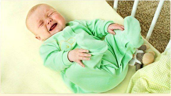 Как определить болит ли горло у новорожденного ребенка: симптомы и причины