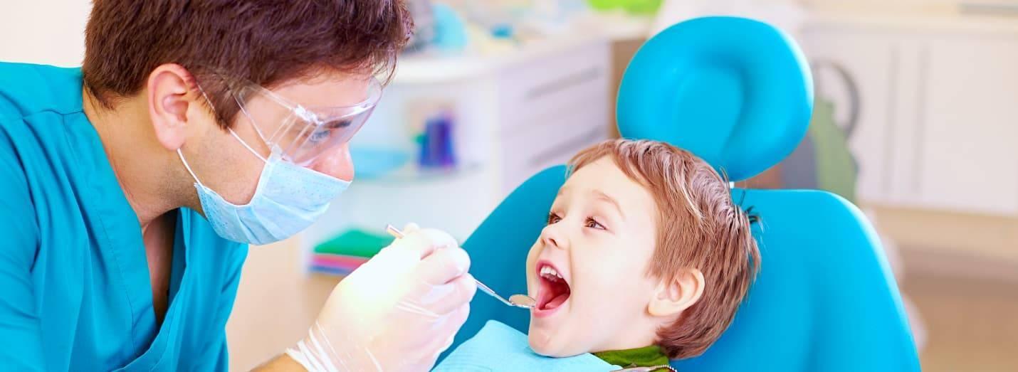 Как лечить кариес молочных зубов у детей?