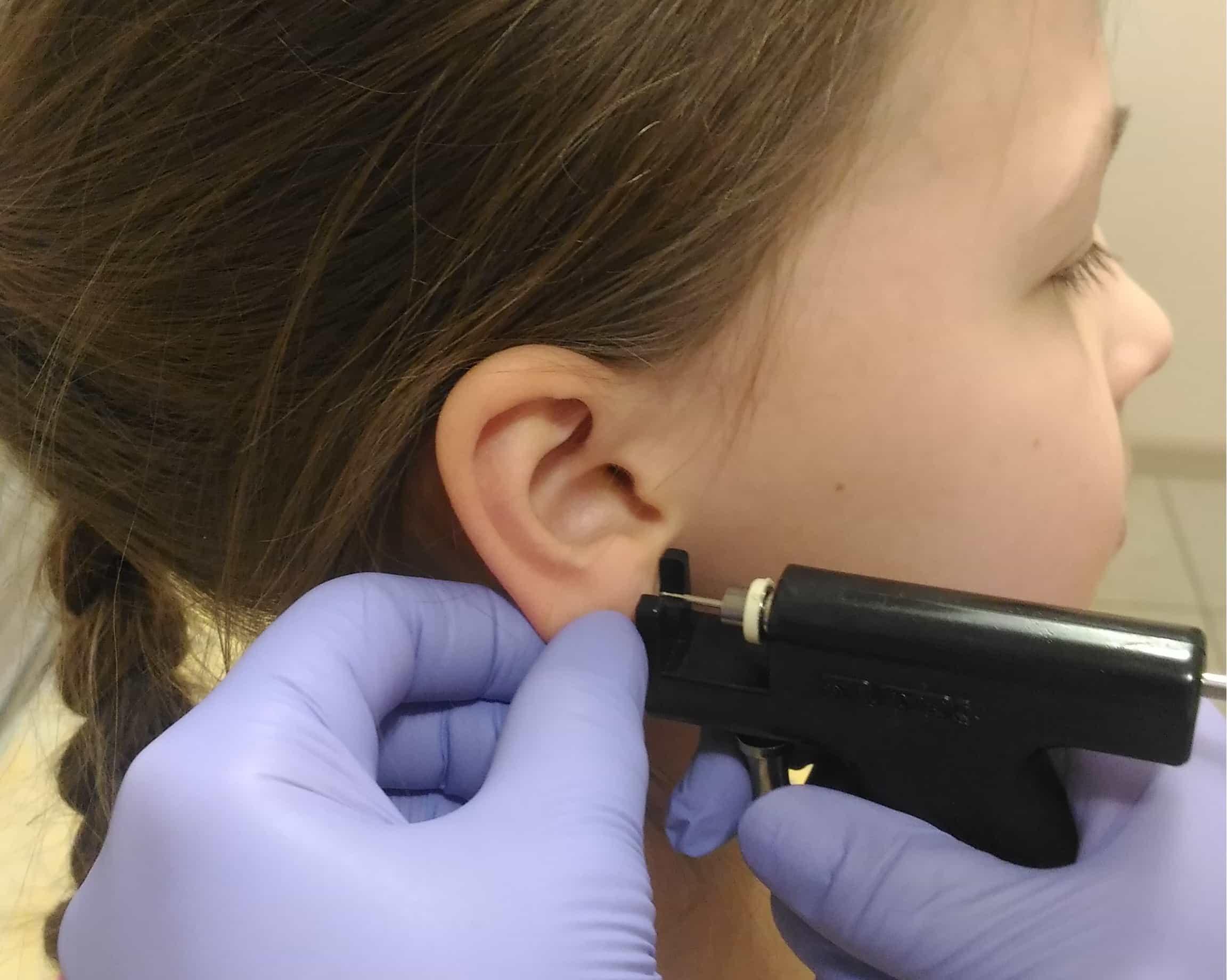 Как ухаживать за ушами после прокола? советы по уходу. как ухаживать за проколотыми ушами?