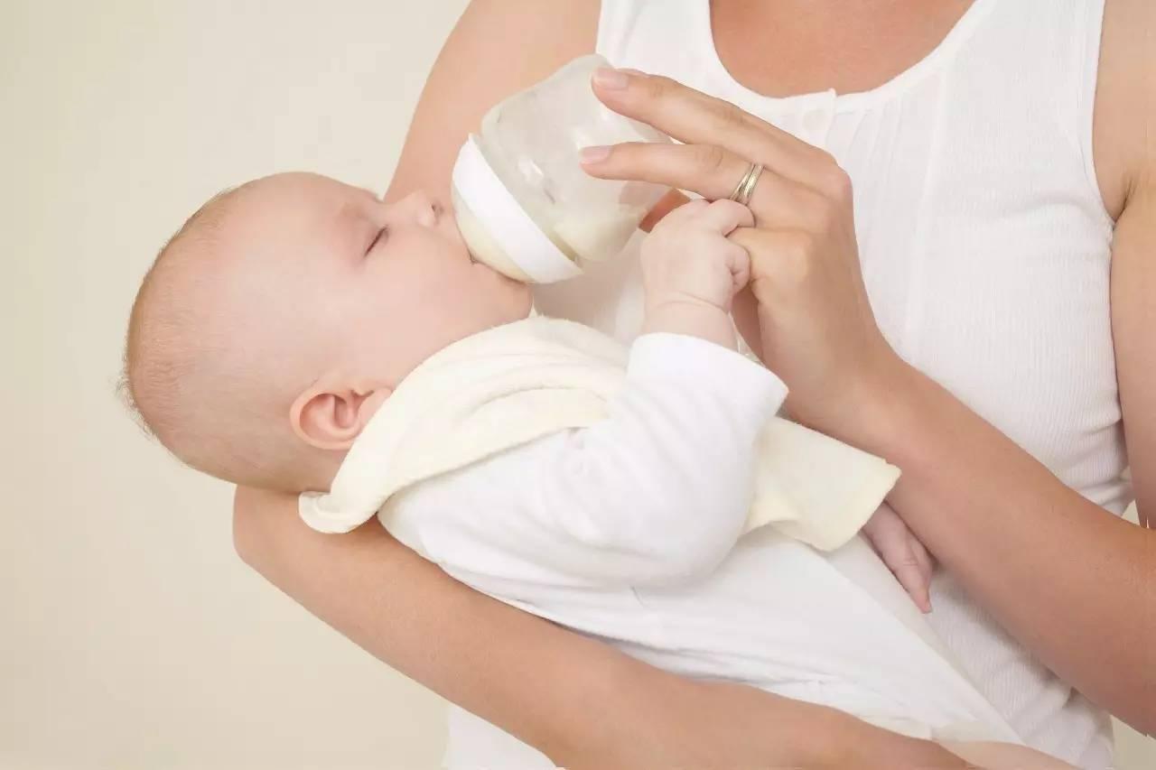 Докорм смесью: как совмещать грудное вскармливание с искусственным? как докормить ребенка смесью при грудном вскармливании