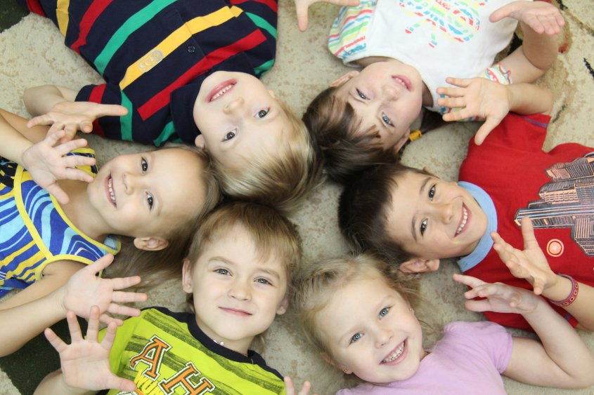 Нужен ли ребенку детский сад, отдавать ли в садик: за и против, плюсы и минусы
